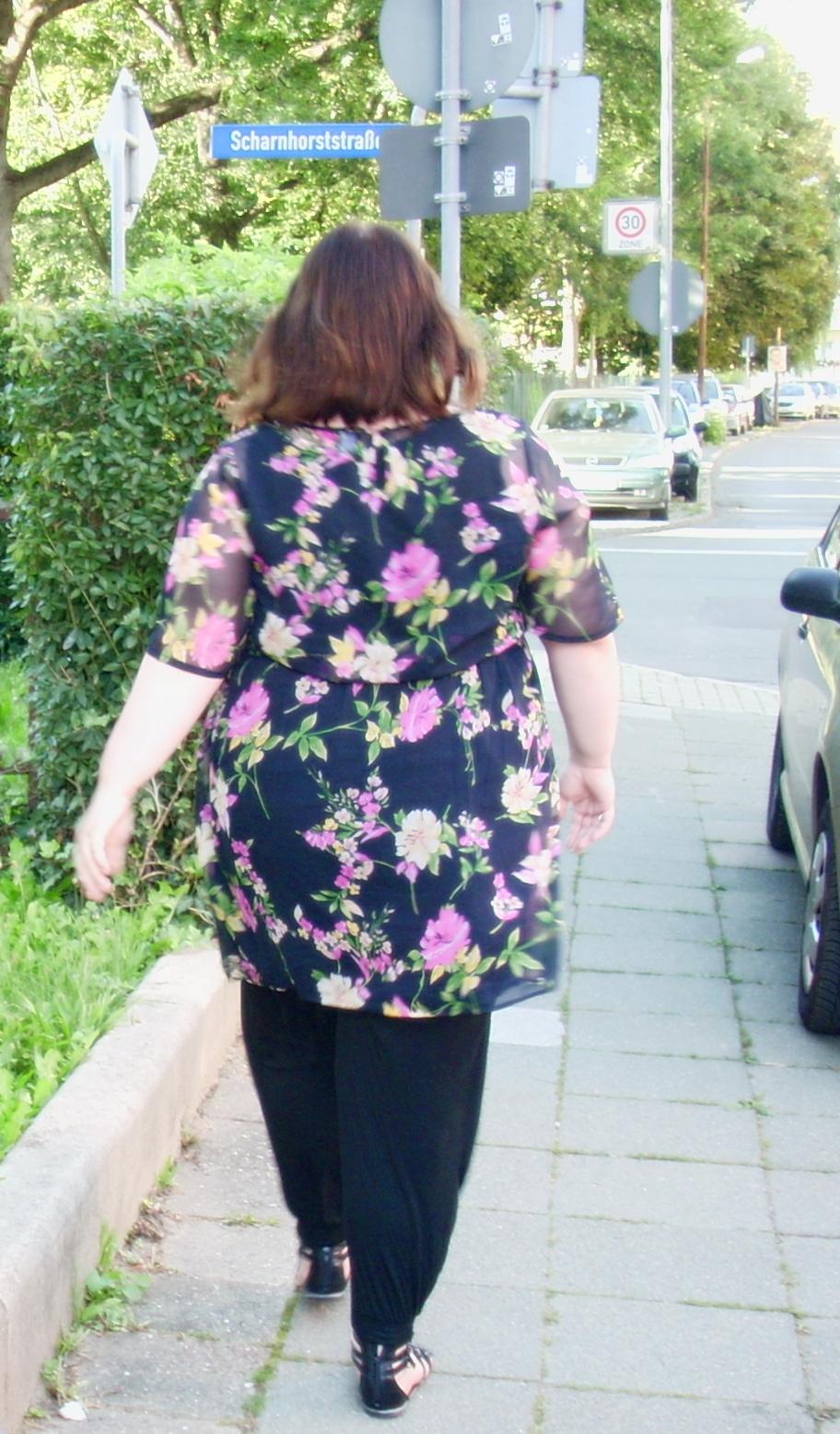 Kleid mit Blumen Plussize